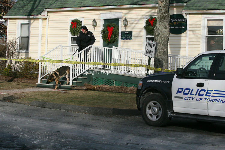TORRINGTON, CT - 30 December, 2009 - 123009MO09 - A police dog begins to track the scent of a robber who struck the Litchfield Bancorp branch on East Main Street in Torrington Wednesday shortly after 2 p.m.  Jim Moore Republican-American.