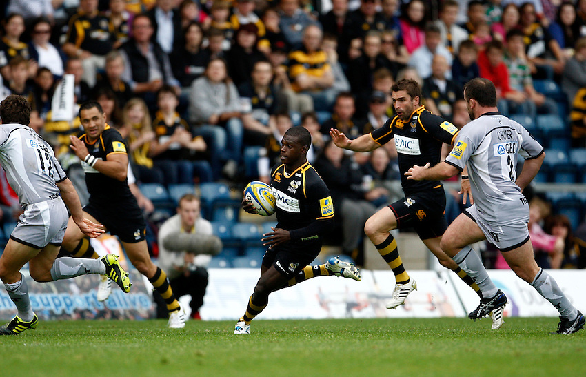 Photo: Richard Lane/Richard Lane Photography. London Wasps v Leicester Tigers. 11/09/2011. Wasps' Christian Wade attacks.