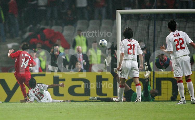 Fussball International UEFA Champions League  Finale 2004/2005 AC Mailand 5-6 n.E. Liverpool FC Tor zum 3-3; Xabi Alonso (L,Nr 14) erzielt das Tor im per Elfmeter im Nachschuss