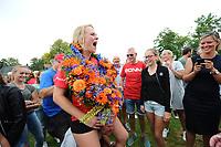 KAATSEN: WEIDUM: 23-08-2017, Dames PC, winnende drietal Louise Krol, Imke van der Leest (op de schouders) en Sjanet Wijnia (koningin), ©foto Martin de Jong