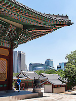 Stadhalle City Hall und Palast Deoksugung in Seoul, Südkorea, Asien<br /> City hall and  palace Deoksugung, Seoul, South Korea, Asia
