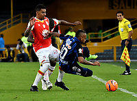 BOGOTA - COLOMBIA - 07 - 05 - 2017: Yeison Murillo (Izq.) jugador de Independiente Santa Fe, disputa el balón con Jarlan Barrera (Der.) jugador de Atletico Junior, durante partido de la fecha 16 entre Independiente Santa Fe y Atletico Junior, por la Liga Aguila I-2017, en el estadio Nemesio Camacho El Campin de la ciudad de Bogota. / Yeison Murillo (L) player of Independiente Santa Fe struggles for the ball with Jarlan Barrera (R) player of Atletico Junior, during a match of the date 16th between Independiente Santa Fe and Atletico Junior, for the Liga Aguila I -2017 at the Nemesio Camacho El Campin Stadium in Bogota city, Photo: VizzorImage / Luis Ramirez / Staff.