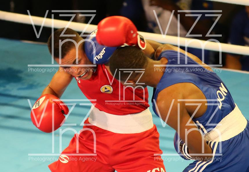 BARRANQUILLA - COLOMBIA, 25-07-2018: ARIAS VIVAS Kevin A. (Nicaragua) vs MARTE DE LA ROSA Rodrigo (República Dominicana) durante su participación en boxeo masculino categoría minimosca como parte de los Juegos Centroamericanos y del Caribe Barranquilla 2018. /  ARIAS VIVAS Kevin A. (Nicaragua) vs MARTE DE LA ROSA Rodrigo (Dominican Republic) during his participation in the boxing men's light fly category of the Central American and Caribbean Sports Games Barranquilla 2018. Photo: VizzorImage  / Cont