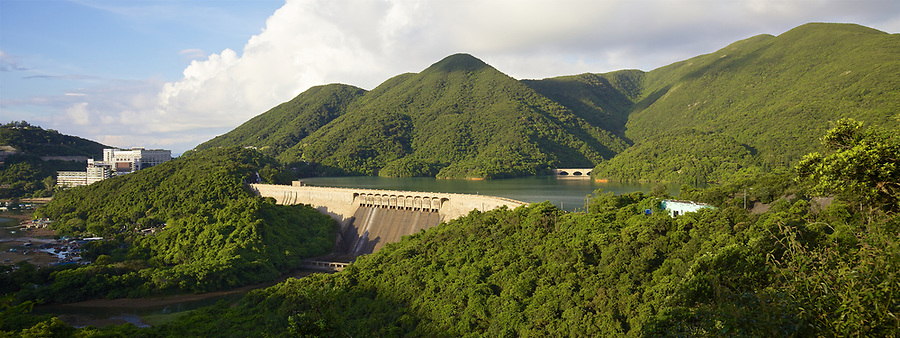 The dam and road on the Tai Tam Tuk Reservoir (1918), Tai Tam Group of Reservoirs.<br />