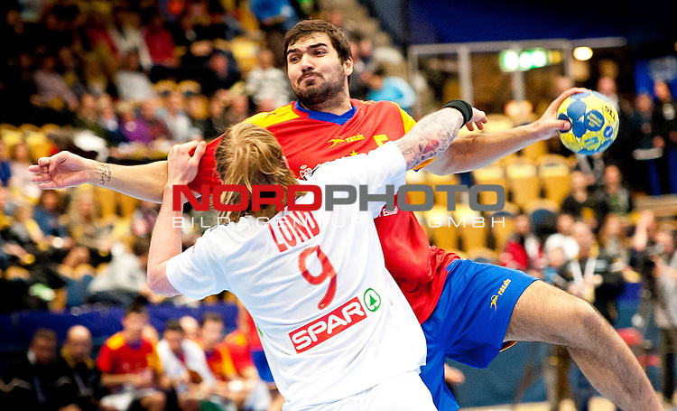 110122 Handboll, VM, Spanien - Norge: Borge Lund, Norge, Jorge Maqueda, Spanien.<br /> <br />  Foto &copy; nph / BildbyrĆn   56407