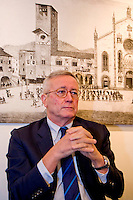 """Tremonti Giulio, ex ministro economia,candidato con la sua lista """"Tremonti 3L"""", alle prossime elezioni regionali in Lombardia, a fianco del centro-destra Lega-PDL con Maroni presidente"""