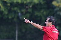 SÃO PAULO, SP - 11.09.2013: TREINO DO SÃO PAULO - Muricy Ramalho durante treino do São Paulo no CT da Barra Funda, na zona oeste da capital paulista, nesta quarta-feira.(Foto: Vanessa Carvalho / Brazil Photo Press).