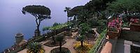 """Europe/Italie/Côte Amalfitaine/Ravello : Les jardins et la tour du XI° dominant la mer de la """"Villa Rufolo"""""""