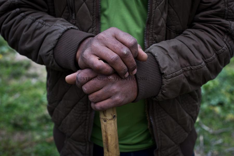 GAZA,Erez: Hassan's hands on his stick of sheperd. <br /> <br /> GAZA, Erez:  Les mains d'Hassan sur son baton de berger.