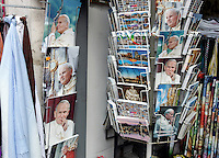 Ritratti, cartoline e gadgets raffiguranti Papa Giovanni Paolo II, in vendita nel rione Borgo, Roma, 17 aprile 2011, in vista della cerimonia di beatificazione prevista il 1 maggio..Portraits, postcards and gadgets of Pope John Paul II are displayed at window shops around the Vatican in Rome, 17 april 2011, in sight of the beatification ceremony scheduled on 1st May. .UPDATE IMAGES PRESS/Riccardo De Luca