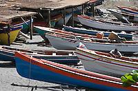 France/DOM/Martinique/Grand-Rivière : les barques, Gommiers,  des pêcheurs