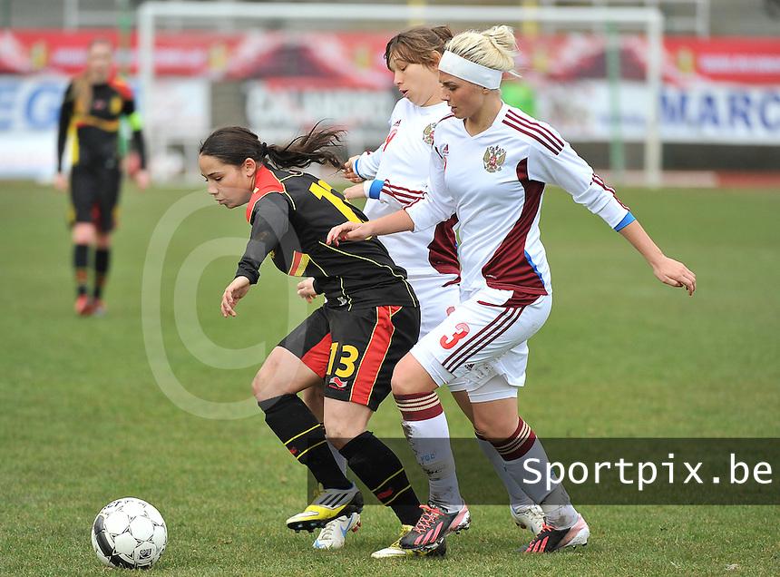 Russia U19 - Belgium U19 : Lola Wajnblum in between the Russian Defense with Ksenia Kovalenko (3) and Alena Zhizhova (19).foto DAVID CATRY / Nikonpro.be