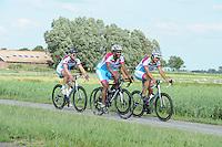 SCHAATSEN: FRYSLAN: 06-07-2015, Shani Davis Beslist.nl, v.l.n.r. Pim Schipper, Shani Davis, Kai Verbij, ©foto Martin de Jong