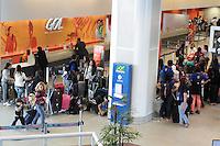 RIO DE JANEIRO, RJ, 31.07.2013 - MOVIMENTAÇÃO/AEROPORTO SANTOS DUMONT/SP - Movimentação nessa tarde continua intensa com filas para o check in no aeroporto Santos Dumont na cidade do Rio de Janeiro nessa quarta 31. (Foto: Levy Ribeiro / Brazil Photo Press/Folhapress).
