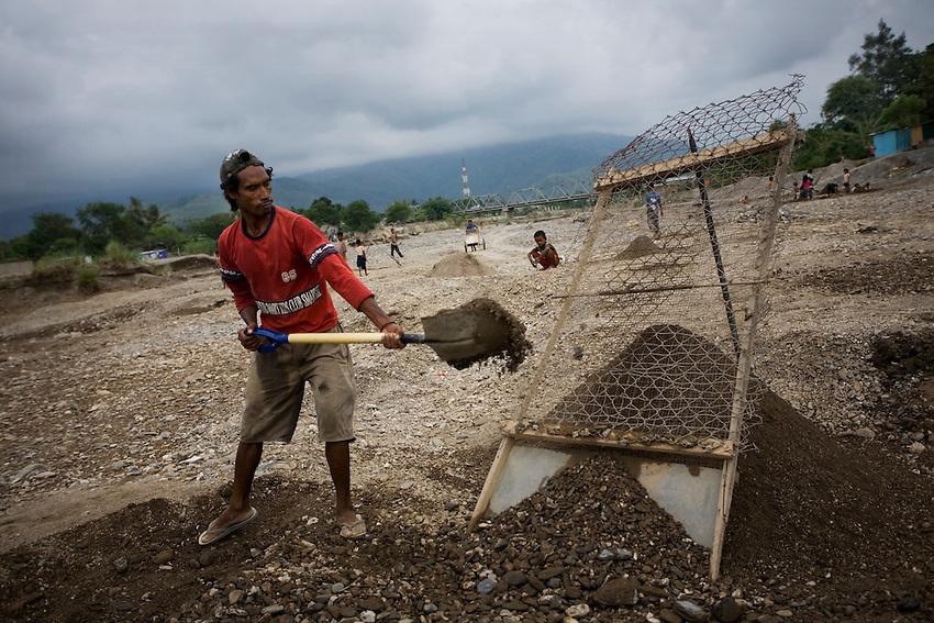 East Timorese laborers dig gravel from the bed of the Comoro River to supply construction projects in Dili, East Timor, December 19, 2009.