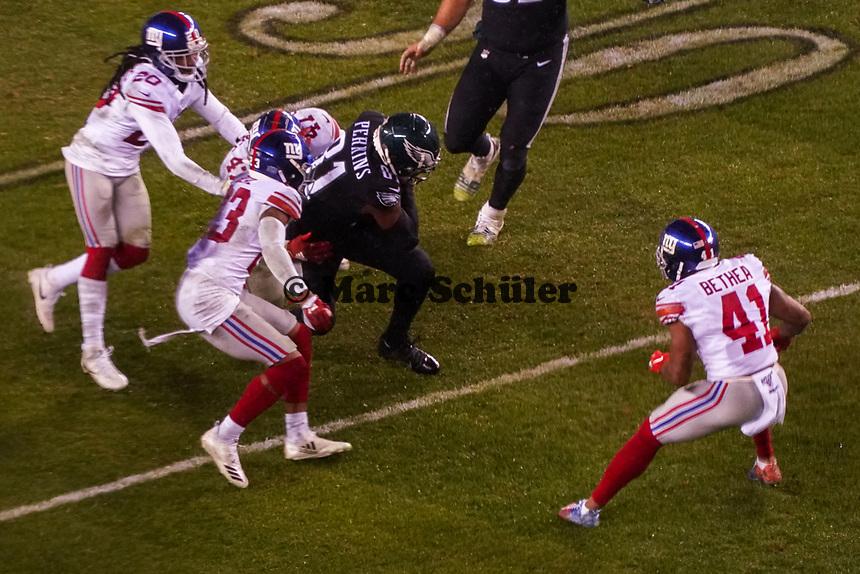 tight end Josh Perkins (81) of the Philadelphia Eagles wird gestoppt - 09.12.2019: Philadelphia Eagles vs. New York Giants, Monday Night Football, Lincoln Financial Field