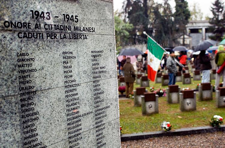 Italia, Milano, 24/04/2008, campo della Gloria al cimitero Maggiore..Commemorazione caduti partigiani nella guerra di Liberazione. ##### Italy, Milan, 24/04/2006. Commemoration dead partisans in war memorial Maggiore cemetery..© Andrea Pagliarulo