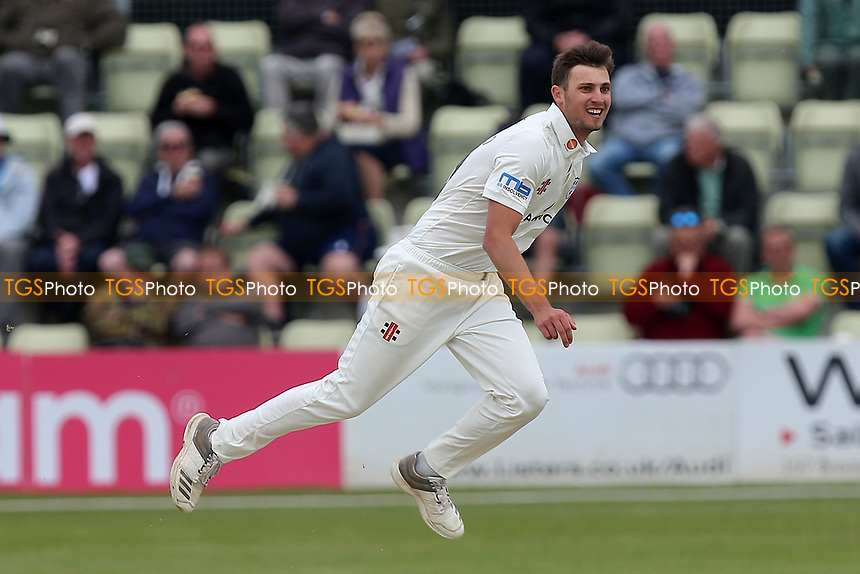 Ed Barnard in bowling action for Worcestershire during Worcestershire CCC vs Essex CCC, Specsavers County Championship Division 1 Cricket at Blackfinch New Road on 11th May 2018