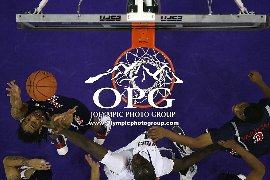 Jan 06, 2011:   Arizona's #33 Jesse Perry pulls down a rebound against Washington.  Washington defeated Arizona 85-68 at Alaska Airlines Arena at Hec Edmundson Pavilion Seattle, Washington.