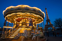 Europe/France/Ile-de-France/75016/Paris: Manége forain au jardin du Trocadéro et Tour Eiffel