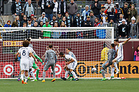 Minneapolis, MN - Sunday, May 21, 2017: Minnesota United FC played Los Angeles Galaxy in a Major League Soccer (MLS) game at TCF Bank stadium. Final score Minnesota United 1, Los Angeles Galaxy 2