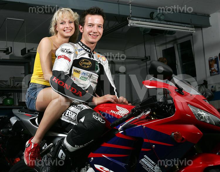 Motorrad WM  Max NEUKIRCHNER (GER) mit Freundin Kristin MAUERSBERGER (GER), privat, Fotoshooting.