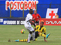 BUCARAMANGA -COLOMBIA, 28-08-2013.  Aspecto del encuentro entre Alianza Petrolera y Quindio valido  por la fecha 7 de la Liga Postobon II 2013 disputado en el estadio Alvaro Gomez Hurtado de la ciudad de Floridablanca./ Aspect of match between Alianza Petrolera and Quindio valid for the 7th date of the Postobon League II 2013 played at Alvaro Gomez Hurtado stadium in Floridablanca city Photo:VizzorImage / Jaime Moreno / STR