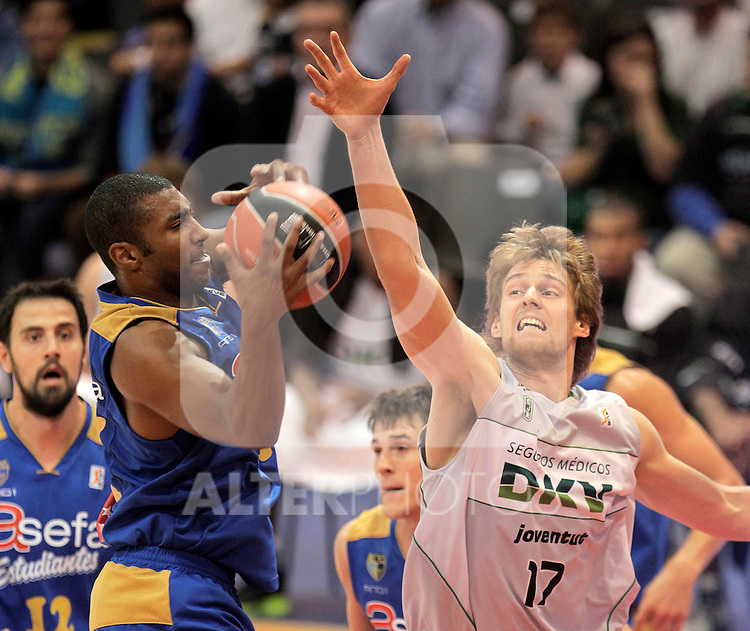 Asefa Estudiantes' Jayson Granger (l) and DKV Juventud's Henk Norel during ACB match.October 17,2010. (ALTERPHOTOS/Acero)
