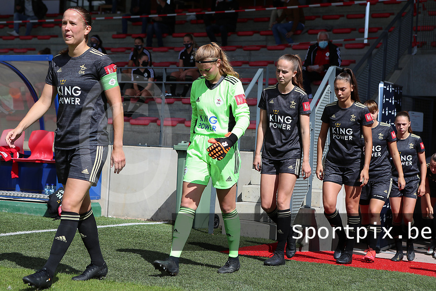 OHL players (left to right Lenie Onzia (18),  goalkeeper Faye Lammertijn (22), Sari Kees (2), Amber Tysiak (3), Zenia Mertens (6) and Jill Janssens (7) walk onto the pitch before a female soccer game between Standard Femina de Liege and Oud Heverlee Leuven on the second matchday of the 2020 - 2021 season of Belgian Scooore Women s SuperLeague , saturday 5 th of September 2020  in Angleur , Belgium . PHOTO SPORTPIX.BE | SPP | SEVIL OKTEM