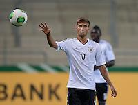 FUSSBALL INTERNATIONAL Laenderspiel Freundschaftsspiel U 21   Deutschland - Frankreich     13.08.2013 Moritz Leitner (Deutschland) mit Ball