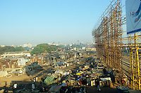"S?dasien Asien Indien IND Asien Indien Megacity Metropole Mumbai Bombay .Slumhuetten und Zelte an Bahnstation Bandra  - St?dtewachstum H?tten wohnen Notunterkunft Wohnraum Mieten Miete urban Verslumung Slums Migration vom Land Armut Elend Urbanes Leben Slumbewohner Slum Trinkwasser Wasser Obdachlose Obdachlosigkeit Hygiene Stadtplanung Probleme Urbanisierung Immobilien Vertreibung sozial soziale Konflikt Inder indisch xagndaz | .South Asia India Mumbai Bombay .slum huts at railway station Bandra  - Migration poverty misery slums water poor migration from villages living in huts in slum in megacity metropole slum dweller construction housing city growth water health .| [ copyright (c) Joerg Boethling / agenda , Veroeffentlichung nur gegen Honorar und Belegexemplar an / publication only with royalties and copy to:  agenda PG   Rothestr. 66   Germany D-22765 Hamburg   ph. ++49 40 391 907 14   e-mail: boethling@agenda-fototext.de   www.agenda-fototext.de   Bank: Hamburger Sparkasse  BLZ 200 505 50  Kto. 1281 120 178   IBAN: DE96 2005 0550 1281 1201 78   BIC: ""HASPDEHH"" ,  WEITERE MOTIVE ZU DIESEM THEMA SIND VORHANDEN!! MORE PICTURES ON THIS SUBJECT AVAILABLE!! INDIA PHOTO ARCHIVE: http://www.visualindia.net ] [#0,26,121#]"