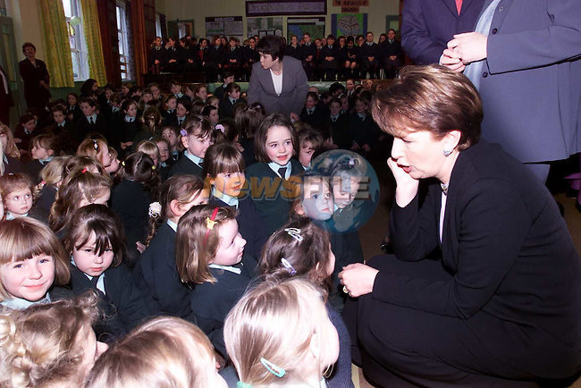 President Mary McAleese speakng to girls from Fatima School..Picture: Paul Mohan/Newsfile