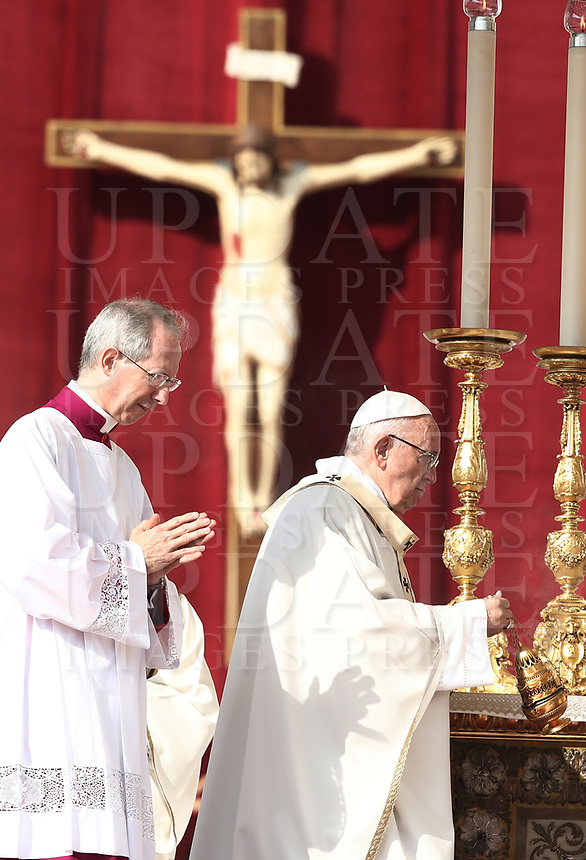 Pope Francis celebrates the canonization mass of Nazaria Ignazia di Santa Teresa di Gesù March Mesa, Vincenzo Romano, Oscar Romero, Paolo Vi, Francesco Spinelli, Maria Caterina Kasper and Nunzio Sulprizio in St. Peter's Square at the Vatican, on October 14, 2018.<br /> UPDATE IMAGES PRESS/Isabella Bonotto<br /> <br /> STRICTLY ONLY FOR EDITORIAL USE