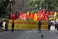 SAO PAULO, SP, 01/05/2012, PROTESTO CPO. Um grupo de manifestantes o PCO fez uma caminhada de protesto no centro de Sao Paulo neste 1 de Maio. Luiz Guarieri/ Brazil Photo Press.