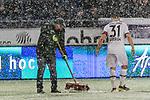 10.03.2019, HDI Arena, Hannover, GER, 1.FBL, Hannover 96 vs Bayer 04 Leverkusen<br /> <br /> DFL REGULATIONS PROHIBIT ANY USE OF PHOTOGRAPHS AS IMAGE SEQUENCES AND/OR QUASI-VIDEO.<br /> <br /> im Bild / picture shows<br /> ein Greenkeeper zieht die Strafraumlinien mit einem Kehrbesen nach / frei, Kevin Volland (Leverkusen #31) hilft mit Fuss nach, <br /> <br /> Foto &copy; nordphoto / Ewert