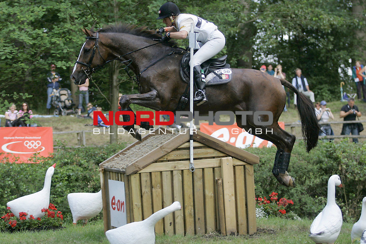 CCi der Vielseitigkeitsreiter<br /> CIC Milford Trophy - Pruefung Gel&auml;nde CCI 4*<br /> Karin Donckers BEL auf Gormley am E-ON-Teich <br /> <br /> Foto &copy; nph (nordphoto)