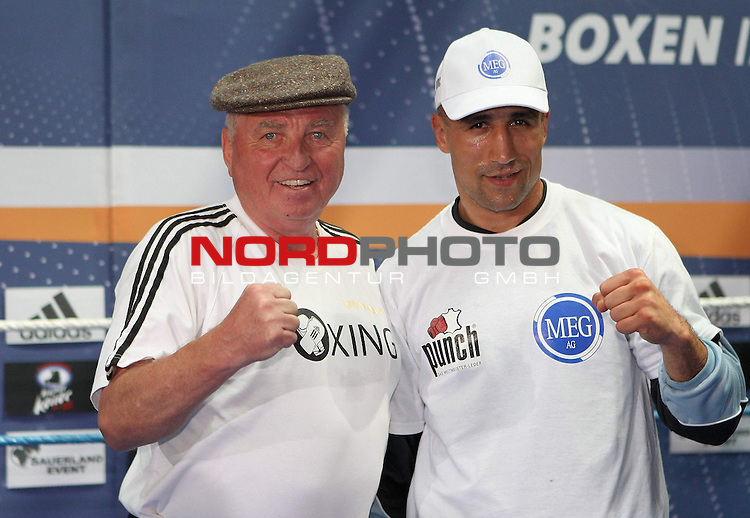 IBF-Weltmeisterschaft im Mittelgewicht - Pressetraining<br /> Arthur Abraham (GER) - Mahir Oral (GER)<br /> <br /> Arthur Abraham mit Trainer Uli Wegner<br /> <br /> Foto &copy; nph (  nordphoto  )<br /> <br /> *** Local Caption ***