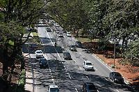 SÃO PAULO-SP-19,09,2014- TRÂNSITO 23 DE MAIO- O Motorista enfrenta lentidão na Avenida 23 de Maio sentido Ibirapuera.Próximo ao Viaduto Predroso na tarde dessa Terça-Feira,22 (Foto:Kevin David/Brazil Photo Press)