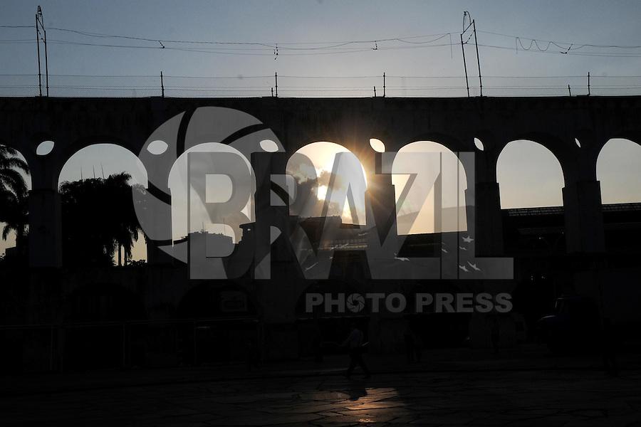 RIO DE JANEIRO, RJ, 29.07.2013 - CLIMA TEMPO RIO DE JANEIRO - Fim de tarde visto a partir dos Arcos da Lapa na cidade do Rio de Janeiro nesta segunda-feira, 29 (Foto: Sandrovox / Brazil Photo Press).
