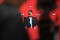 Pressekonferenz mit dem SPD-Vorsitzenden Sigmar Gabriel und Berlins regierendem Buergermeister Michael Mueller im Anschluss an den 7. SPD-Parteikonvent. Auf dem Konvent im Willy-Brandt-Haus wurden ca. 500 Antraege zu Themen wie, Wohnen, Bildung, Gesundheit und CETA & TTIP behandelt.<br /> Im Bild: Michael Mueller.<br /> 5.6.2016, Berlin<br /> Copyright: Christian-Ditsch.de<br /> [Inhaltsveraendernde Manipulation des Fotos nur nach ausdruecklicher Genehmigung des Fotografen. Vereinbarungen ueber Abtretung von Persoenlichkeitsrechten/Model Release der abgebildeten Person/Personen liegen nicht vor. NO MODEL RELEASE! Nur fuer Redaktionelle Zwecke. Don't publish without copyright Christian-Ditsch.de, Veroeffentlichung nur mit Fotografennennung, sowie gegen Honorar, MwSt. und Beleg. Konto: I N G - D i B a, IBAN DE58500105175400192269, BIC INGDDEFFXXX, Kontakt: post@christian-ditsch.de<br /> Bei der Bearbeitung der Dateiinformationen darf die Urheberkennzeichnung in den EXIF- und  IPTC-Daten nicht entfernt werden, diese sind in digitalen Medien nach §95c UrhG rechtlich geschuetzt. Der Urhebervermerk wird gemaess §13 UrhG verlangt.]