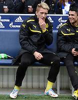 FUSSBALL   1. BUNDESLIGA   SAISON 2012/2013    25. SPIELTAG FC Schalke 04 - Borussia Dortmund                         09.03.2013 Marco Reus (Borussia Dortmund) sitzt zu Beginn  des Spiels auf der Bank