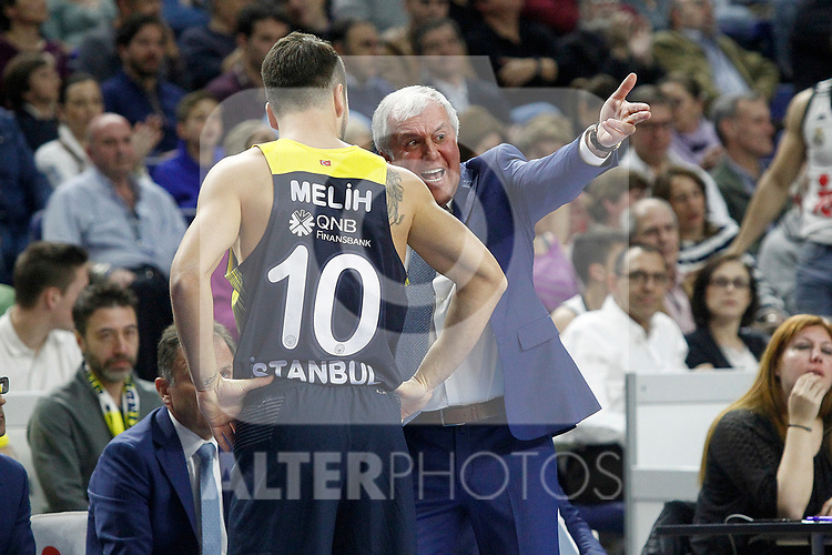 Fenerbahce Istambul's coach Zeljko Obradovic have words with Melih Mahmutoglu during Euroleague, Regular Season, Round 29 match. March 31, 2017. (ALTERPHOTOS/Acero)