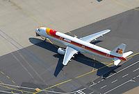 4415/Airbus A 321: EUROPA, DEUTSCHLAND, HAMBURG, (EUROPE, GERMANY), 10.10.2007: Airbus A321 in Finkenwerder, Verkehrsflugzeug der Iberia, Spanien, Fluggesellschaft, Finkenwerder, Flugplatz, Produktionsstandort, EADS,  Landebahn, Startbahn, Vorfeld, Luftbild, Aufwind- Luftbilder.c o p y r i g h t : A U F W I N D - L U F T B I L D E R . de.G e r t r u d - B a e u m e r - S t i e g 1 0 2, .2 1 0 3 5 H a m b u r g , G e r m a n y.P h o n e + 4 9 (0) 1 7 1 - 6 8 6 6 0 6 9 .E m a i l H w e i 1 @ a o l . c o m.w w w . a u f w i n d - l u f t b i l d e r . d e.K o n t o : P o s t b a n k H a m b u r g .B l z : 2 0 0 1 0 0 2 0 .K o n t o : 5 8 3 6 5 7 2 0 9.C o p y r i g h t n u r f u e r j o u r n a l i s t i s c h Z w e c k e, keine P e r s o e n l i c h ke i t s r e c h t e v o r h a n d e n, V e r o e f f e n t l i c h u n g  n u r  m i t  H o n o r a r  n a c h M F M, N a m e n s n e n n u n g  u n d B e l e g e x e m p l a r !.