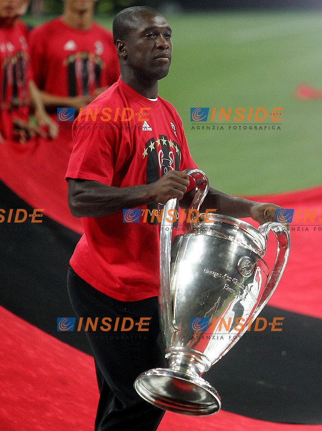 AC Milan midfielder Clarence Seedorf celebrates his Champions League at the San Siro stadium in Milan, 25 may 2007. AC Milan beat Liverpool 2-1 in the final match of the Champions League last Tuesday. Insidefoto / Paco SERINELLI