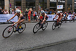 06.07.2019,  Innenstadt, Hamburg, GER, Hamburg Wasser World Triathlon, Elite Frauen, im Bild die Triathletinnen auf dem Fahrrad in der Moenckebergstrasse Foto © nordphoto / Witke *** Local Caption ***