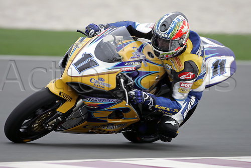 25 February 2005: Australian rider Troy Corser (AUS) on his Alstare Suzuki Corona Extra GSXR1000 K5 during free practice for round one of the SBK Superbike World Championship held at the Losail International Circuit, Doha, Qatar. Photo: Neil Tingle/Action Plus..050225 motorcycling motorcycle racing bike racing SBK sport motor sports motorsport motorsports