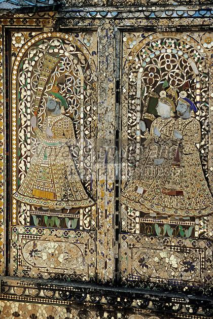 """Asie/Inde/Rajasthan/Udaipur: Le """"City Palace"""" palais du roi sur le lac Pichola (D'une longueur de près de 500M, ce vaste ensemble de marbre et de granit fut érigé à partir du règne d'Udai Singh (1537-1572) fondateur de la ville) - Mosaïques cour des paons"""