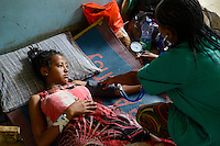 ETHIOPIA Gambela, village Abobo, hospital of catholic church, woman with Malaria fever during ckeck-up / AETHIOPIEN Gambela, Dorf Abobo, Krankenstation der katholischen Kirche, Frau mit Malaria bei Untersuchung