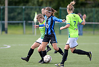 20180915 - Brugge , BELGIUM : Brugge's Katinka Dubois (middle) pictured in a duel with Aalst's Isabel Scevenels (left) and Lisa Jacobs (r) during the third game in the first division season 2018-2019 between the women teams of Club Brugge Dames and Eendracht Aalst , Saturday 15 September 2018 . PHOTO DAVID CATRY | SPORTPIX.BE