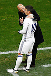 Real Madrid's coach Zinedine Zidane (l) with James Rodriguez during La Liga match. November 19,2016. (ALTERPHOTOS/Acero)
